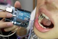 Разработан «умный зуб» для контроля диеты