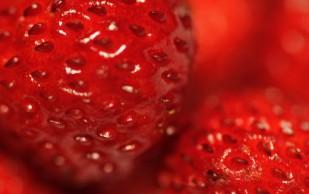Употребление клубники снижает уровень холестерина