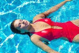 Как плавание помогает от боли в суставах