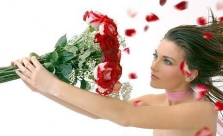 Дарим цветы девушке