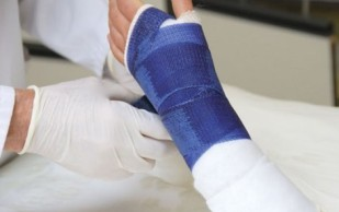 Переломы костей — признаки, традиционное и народное лечение, самомассаж