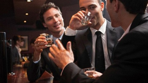 Стало известно, что повышает риск развития алкоголизма