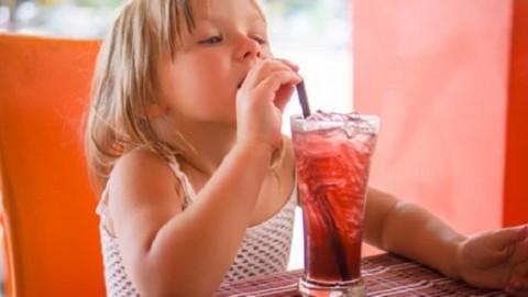 Ученые выяснили, что газированные напитки вызывают онкологию у детей