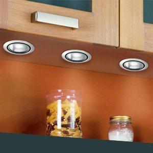 Создание эффектного интерьера при помощи светильников для кухни и декоративных полочек