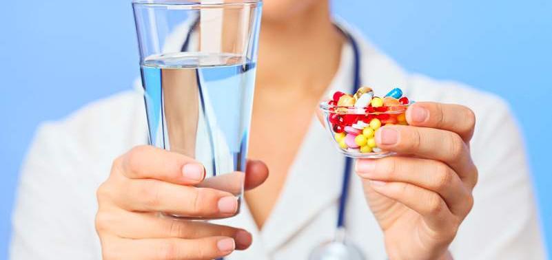 Чем лучше запивать лекарства?