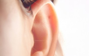 Что  делать, если заложило ухо при простуде
