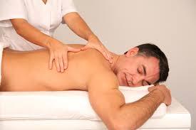Массаж при болях в спине: показания и опасности