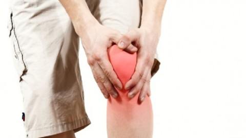 Медики объяснили, почему суставы болят только при ходьбе по лестнице