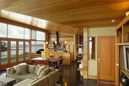 Деревянный потолок при оформлении помещения в стиле классицизм