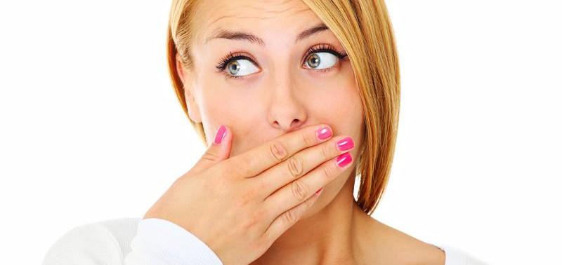О чем может рассказать неприятный запах изо рта?