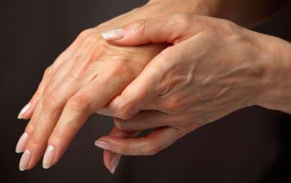 Ревматоидный артрит: влияние на руки и пальцы