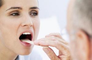 Врачи назвали самое эффективное средство от боли в горле