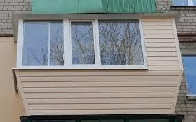На сколько актуальна отделка балконов сайдингом