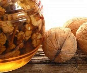 Лимон, мед и орехи при гипотериозе