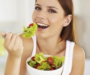 Чрезмерно быстрый прием пищи может спровоцировать тяжелую болезнь