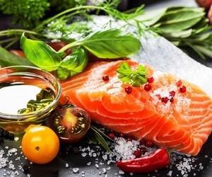 Употребление жирной рыбы защищает от артрита