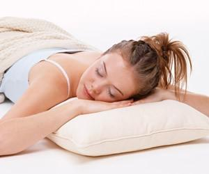 Мягкие подушки вызывают ранние морщины и отеки