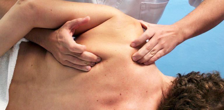 Каким образом остеопат лечит остеохондроз?