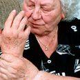 Маленький электронный имплантат способен избавить от артритных болей