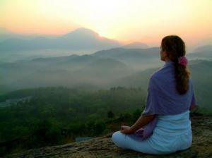 Одиночество помогает преодолеть медитация