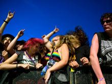 Врачи запретили трясти головой во время рок-концерта