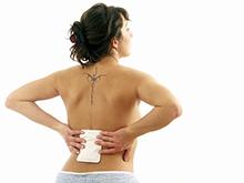 Греть спину и заниматься самолечением при возникновении болей небезопасно