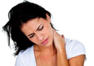 Стало известно, у кого чаще встречается боль в шее