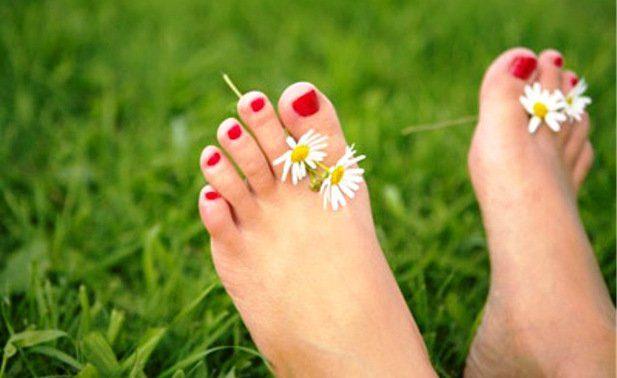 Выбор крема для ног, учитывая структуру кожи и эффективную формулу для снятия усталости.