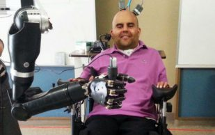 Ученые создали протез, управляемый мозгом