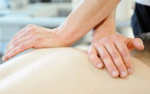 Мануальная терапия против боли в спине