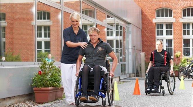 Использование инвалидной коляски увеличивает риск повреждения плеча в четыре раза