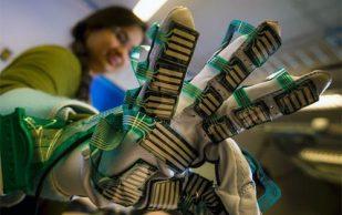 Жесткость мышц измерят с помощью перчатки