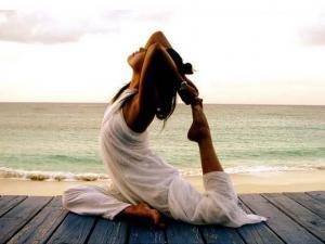 8 упражнений йоги против радикулита