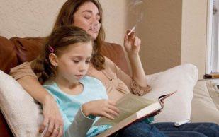 Курение родителей может стать причиной ревматоидного артрита у ребенка