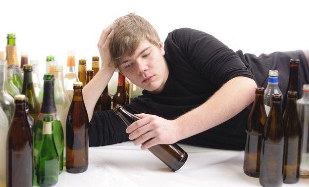 Подростковый «алко-старт»: факторы возникновения