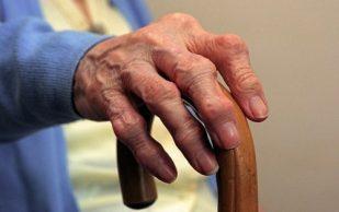 Хирурги предлагают лечить артрит уколами жира