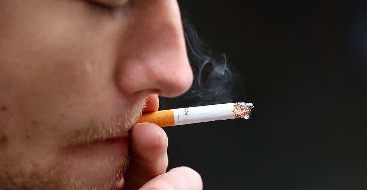 Курильщики чаще страдают от хронических болей в спине