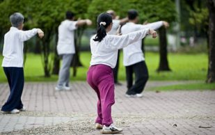 Китайская гимнастика защищает пожилых людей от падений
