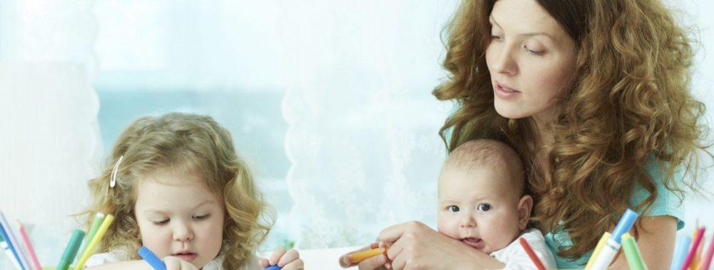 Как следует выбирать няню для малыша?