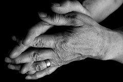 Зеркало помогает справиться с болями при артрите