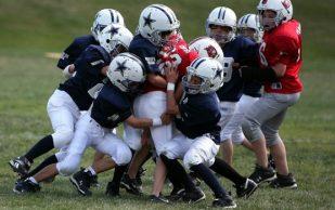 Травмы колена наиболее распространены у девочек-футболисток