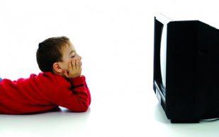 Кости детей становятся более уязвимыми из-за влияния телевизора