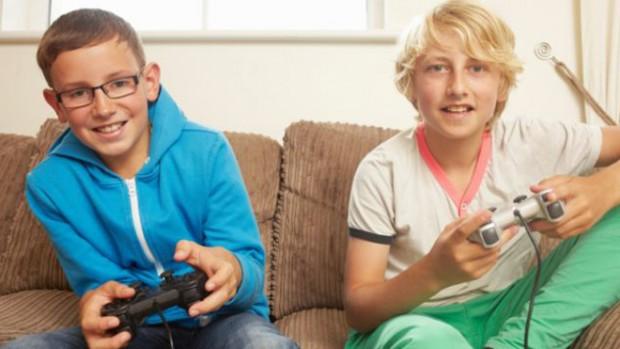 Подростки, которые тратят много времени на компьютерные игры, имеют более слабые кости