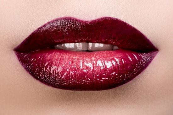 Макияж губ: коррекция формы и линий