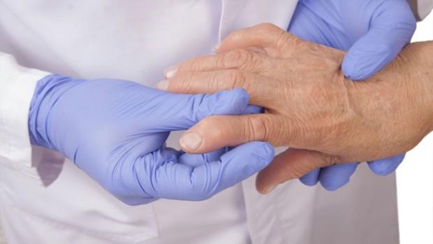 Женщины с артритом имеют повышенный риск развития болезней легких