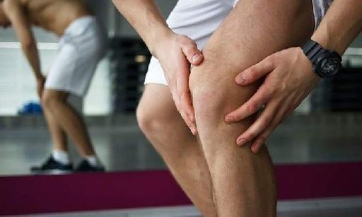 Врачи рассказали, почему колени так часто болят