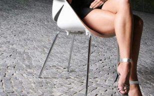 Врачи объяснили, вредно ли сидеть со скрещенными ногами