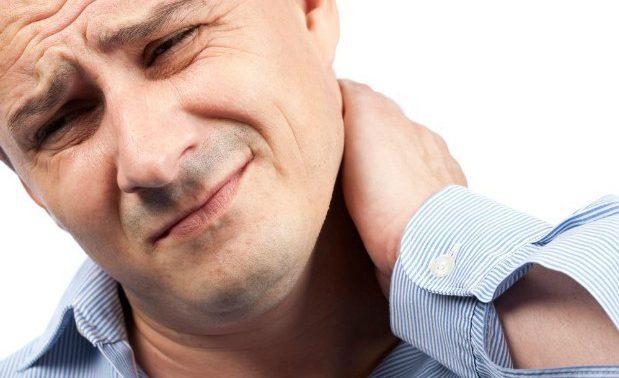 Почему возникает боль в шее