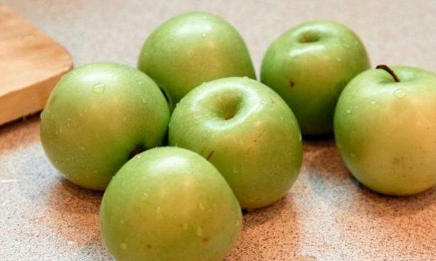 Неожиданно: яблоки влияют на позвоночник