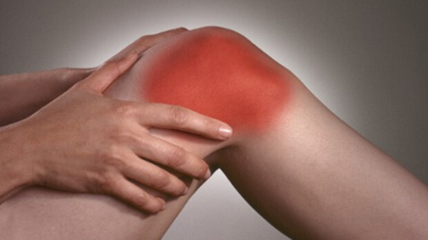 Падения пожилых людей происходят из-за проблем с коленями